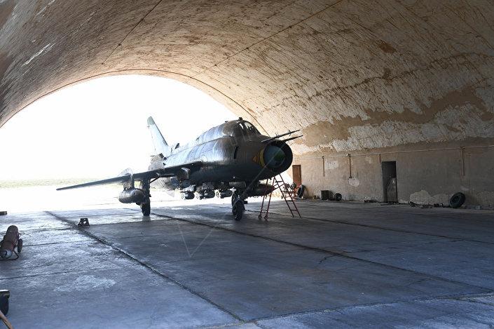 Le immagini della base siriana colpita dai missili for Disegni base della cabina